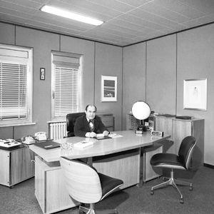 70年代GIUSEPPE VOLPE工程师先生在其SEGRATE的办公室内。