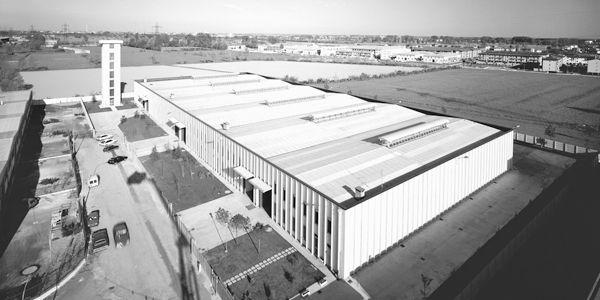 VIGNATE的第一间厂方及测试塔的俯瞰图。